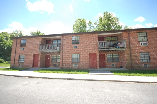 Apartment Building Auctions sold at auction : foreclosure auction: 12 unit apartment building